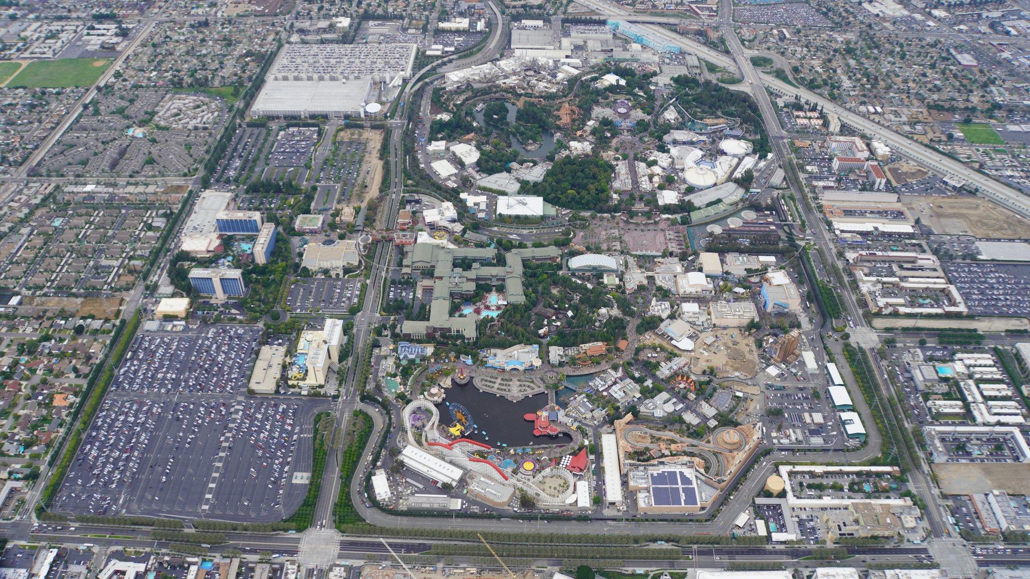 Disneyland Resort vu du ciel, des images sublimes! D5_spPUV4AEkfAX