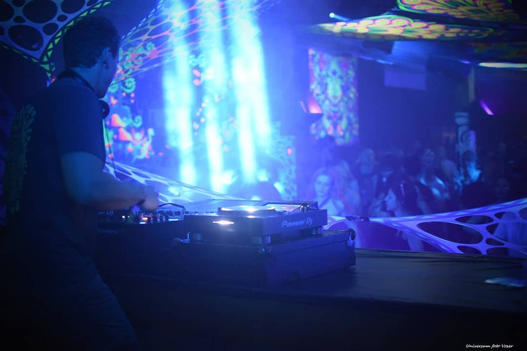 Blue light zone 🤔😜 #Atacama @ Goafamily meets Outdoor Selection 🇨🇭  #atacamamusic #digitalom #indoortour #club #clubtour #clubcultur #clubstyle #wintertour #psytrance #progressive #progressivetrance #goatrance #psychedelic #psytribe #trance #musiclover #psymusic #psyfamily