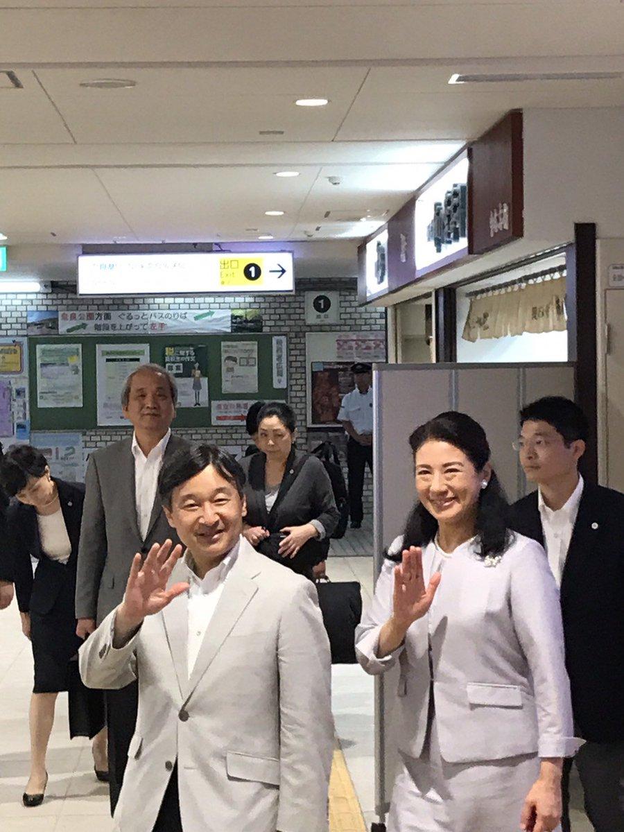三年前、近鉄奈良駅にて皇太子様(令和天皇様)、雅子様にお会いしました令和天皇 近鉄奈良駅 皇太子様  雅子様pic.twitter.com/FZNSeYwDXO