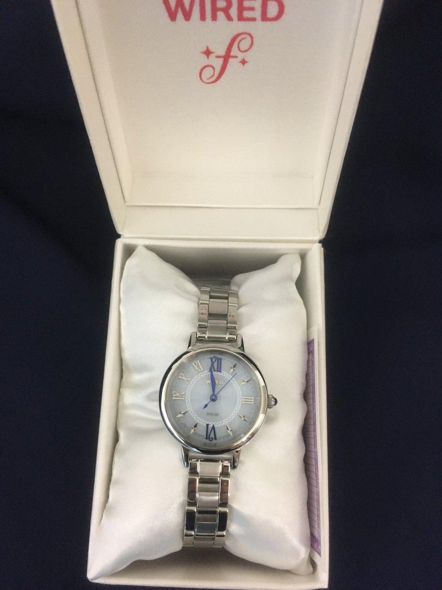 就職して2年経った記念に自分で腕時計買うって決めてて、やっと今日買ってきました。大好きなブルー。制服には前買ってもらった時計が合うので前の時計はもちろん続投だよ〜