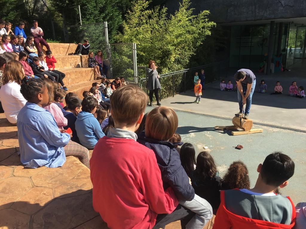 Ayer estuvimos en las ikastolas de Abusu y Kirikiño enseñando a nuestros txikis lo mejor del deporte vasco. ¡Disfrutamos tanto como ellos! https://t.co/CfDWkMNuJB