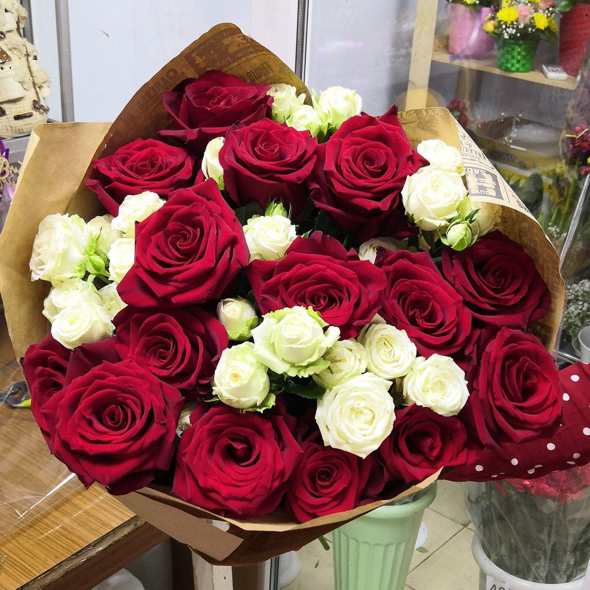 Стоит букет, доставка цветов волгоградская