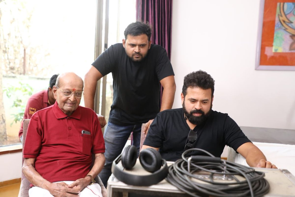 "Am blessed to Direct a Legendary director Bhagwan sir (Dhore -Bhagwan) In ""Yuvarathnaa ""  🙏"