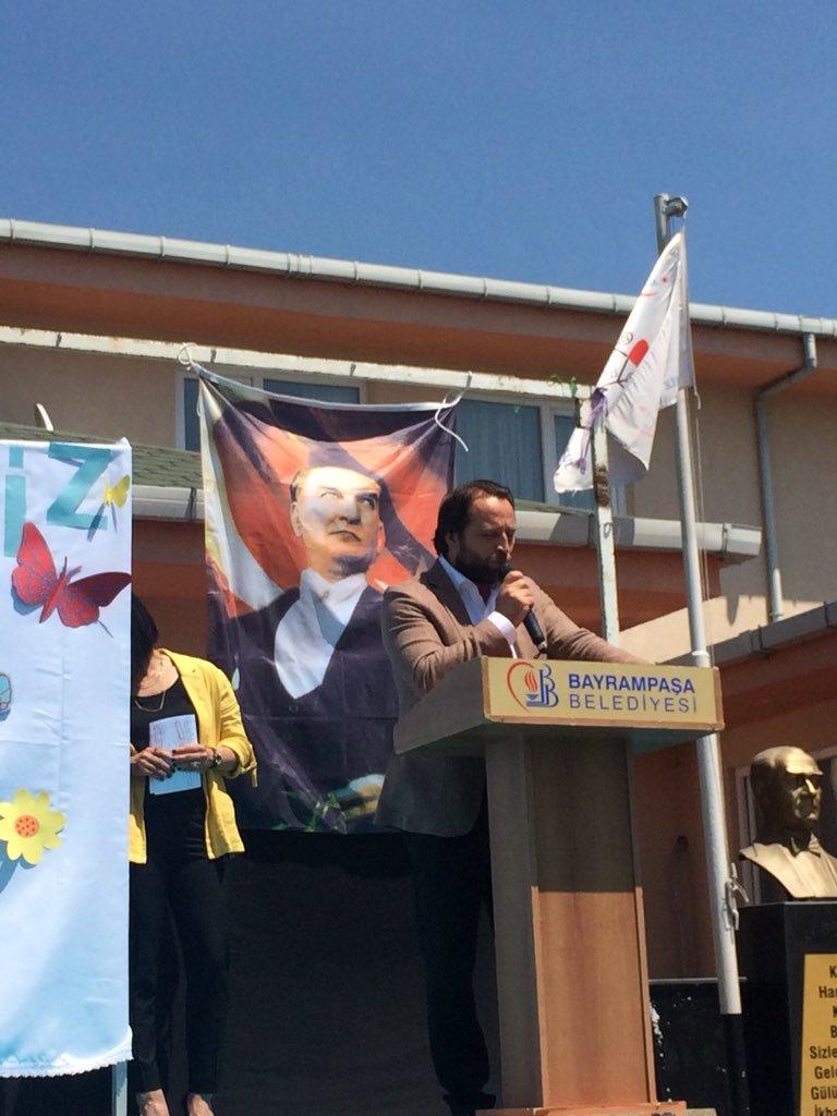 İl MEM Md.Yrd. Sn. Serkan GÜR'ün okulumuzun yıl sonu gösterisi ve sergisine yaptığı ziyaretten. (Fotoğraf: @barissaygili arşivi) @serkangur_ist @tcmeb @Istanbul_ILMEM @MemBayrampasa @memleventyazici