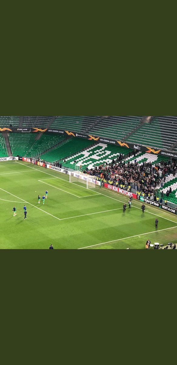 Seguir diciendo pamplinas de que hemos abandonado al equipo. Aquí tenéis, después de la eliminación en UEFA el campo vacío, mientras tanto ahí estábamos.