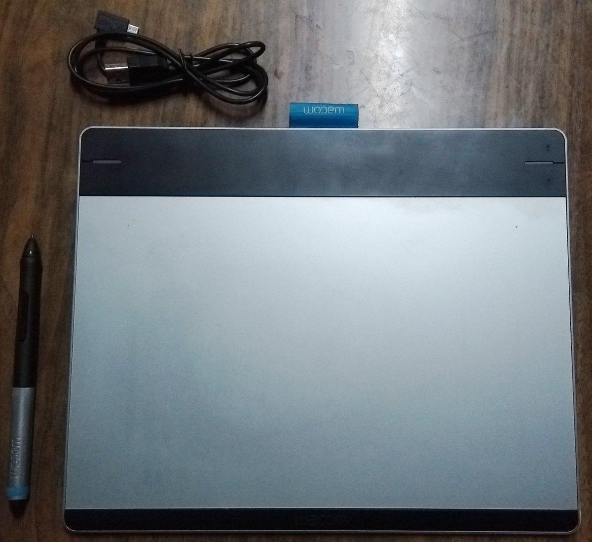 🇻🇪🇨🇱  Se vende Tableta Gráfica Wacom Intuos Pen & Touch Medium. 100.000 pesos chilenos, entrega personal sólo para Santiago. 3 de 4 puntas completas. Funcional (La vendo ya que necesito el dinero).  Se agradecen RTs 💜
