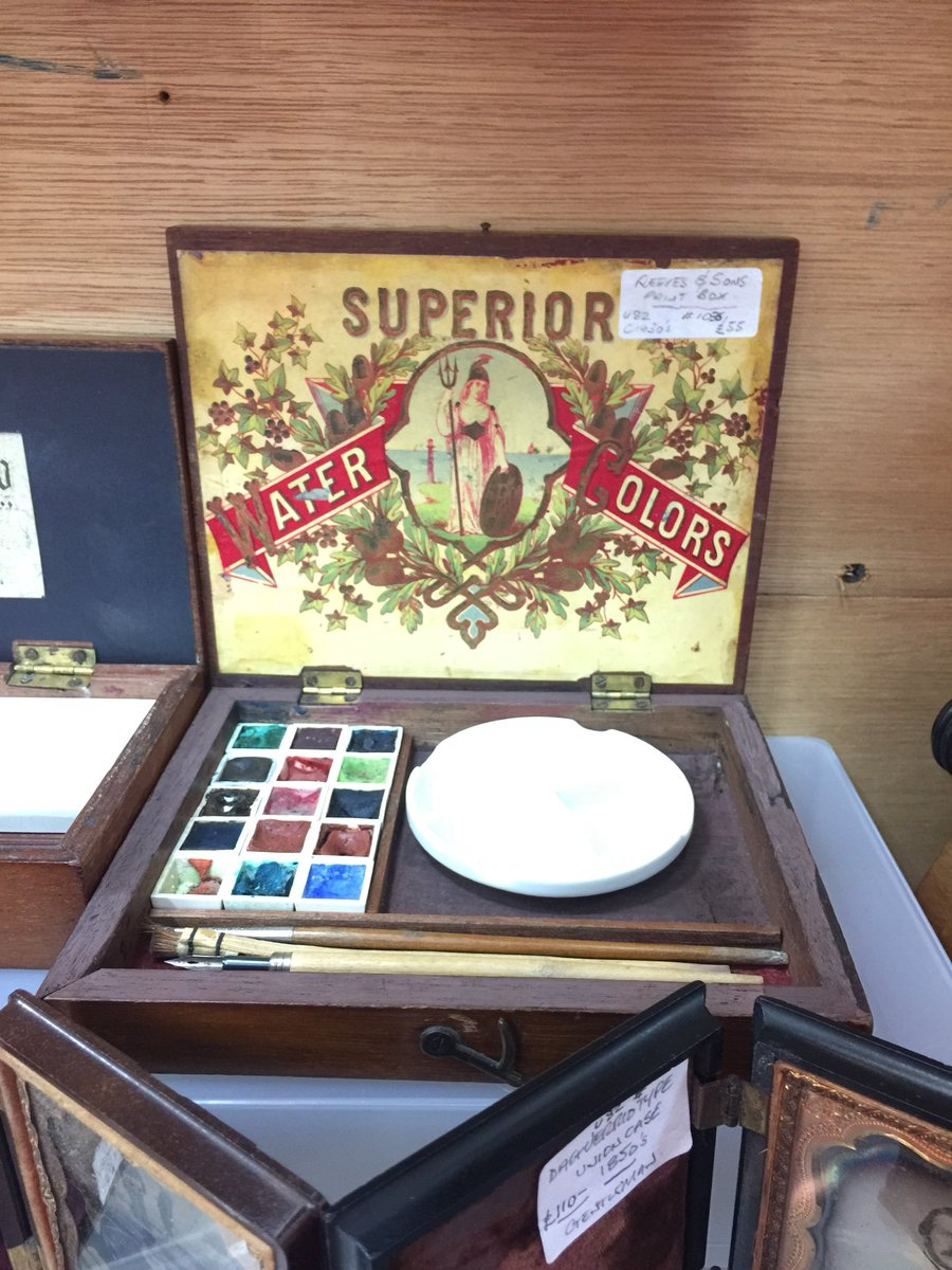 A fantastic new dealer here at Astra with such gems as this Reeves and Sons paint box. #art #paintbox #vintagepaintbox #vintagepaints #newdealer #astracabinets #astraantiquescentre #hemswell