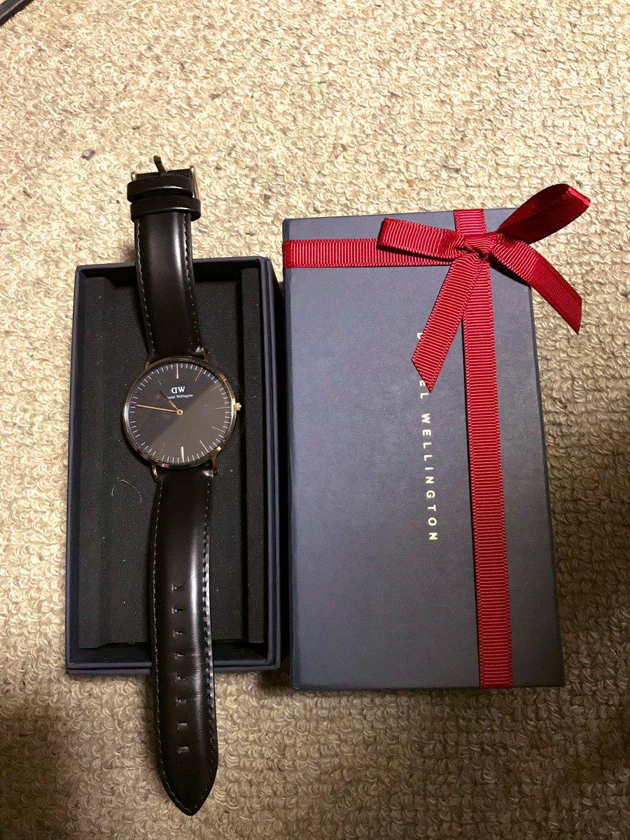 就職祝いに欲しかった腕時計プレゼントしてくれた?