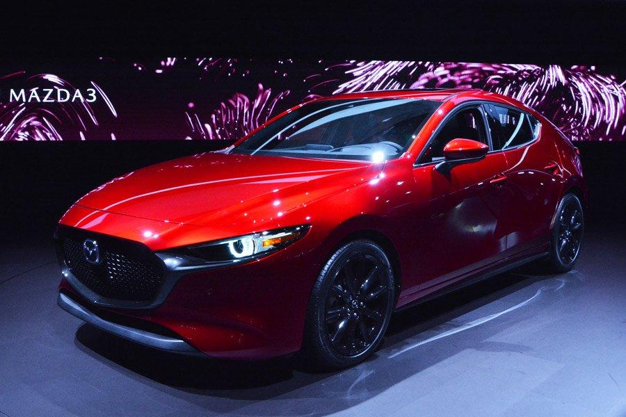 就職後一発目のデカい買い物はこれにするって決めてるんだけど、Mazda3をデザインした奴はノーベル賞もらうべき