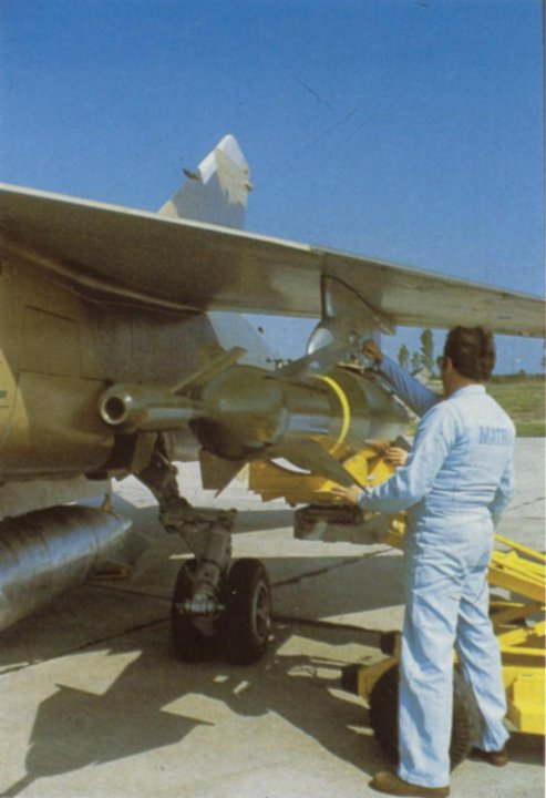 المقاتلة الفرنسية الجميلة Mirage F-1 المتعددة المهام  شرح من الاخر - صفحة 4 D5eebIpVUAIP2aD