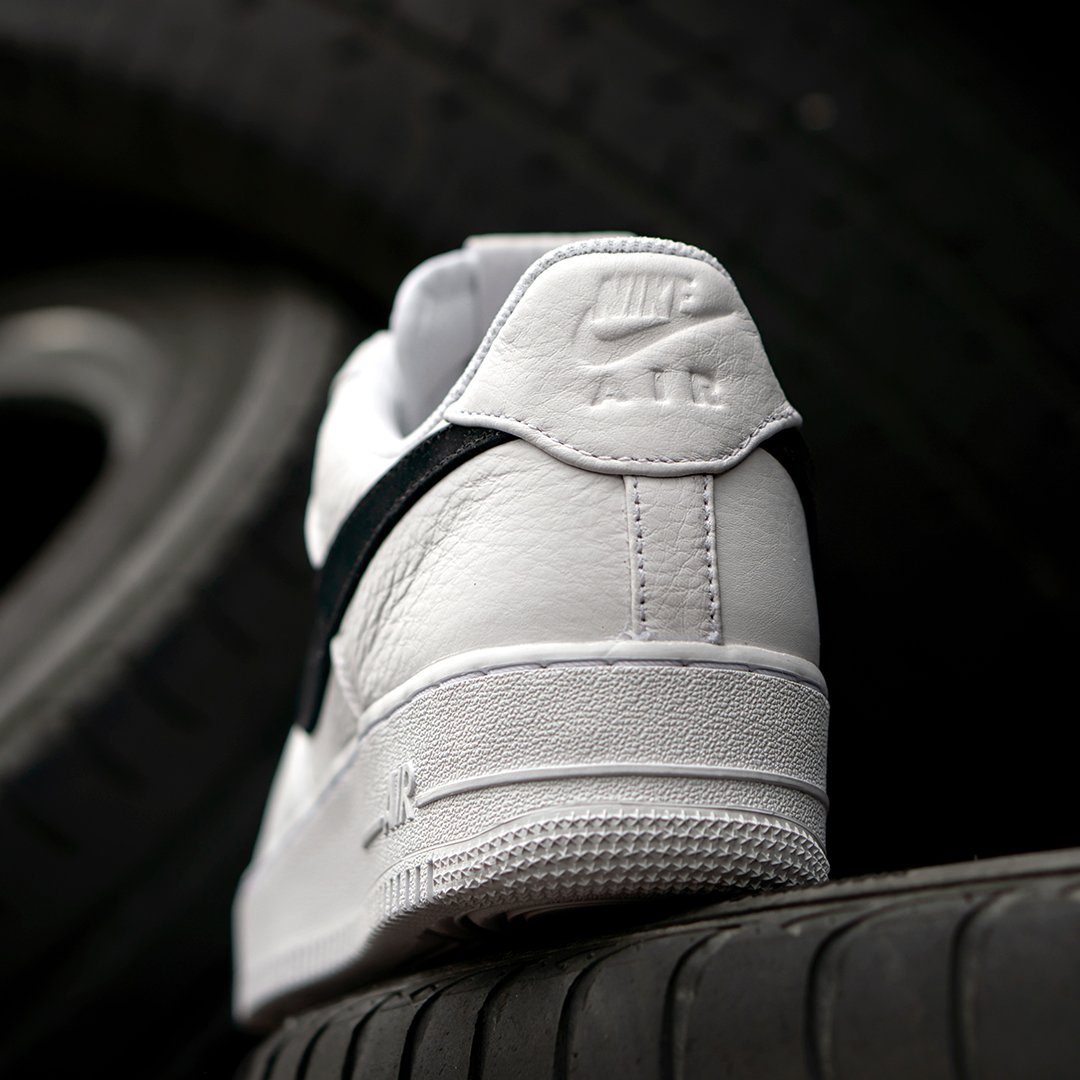 pretty nice 4b1ab e10ba ... Swoosh Online and in store now for £99.99. https   www.5pointz.co.uk  all-brands nike nike-air-force-1-07-premium-white-black  …pic.twitter.com GZPVbBQo4e