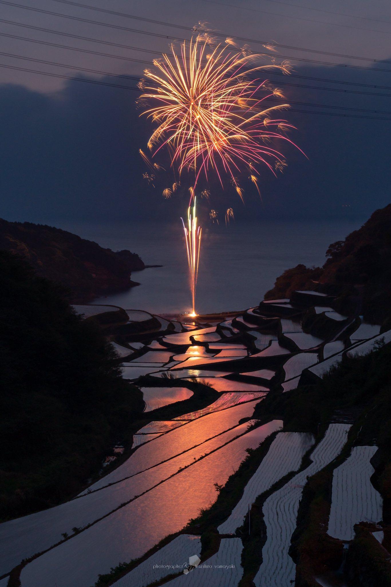 令和元年、夕景で有名な浜野浦の棚田「佐賀県」ですが、美しい花火を見ることが出来ました!😊