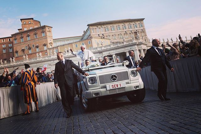 #pope #popefrancis @franciscus #popemobile #papamobile #scv1 #auto #mercedes #vatican #security #primomaggio http://bit.ly/2VFR1c9