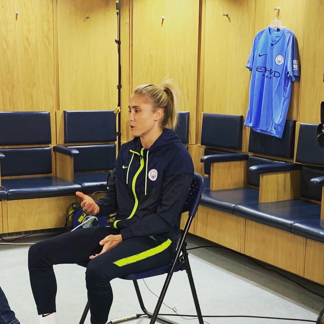 Huge thanks to @ManCityWomen for hosting us for Women's Football World and to @stephhoughton2,@lilkeets and especially @JillScottJS8 for keeping the ball under control!  Watch what they had to say on Women's Football World on @channel4 this Saturday morning.