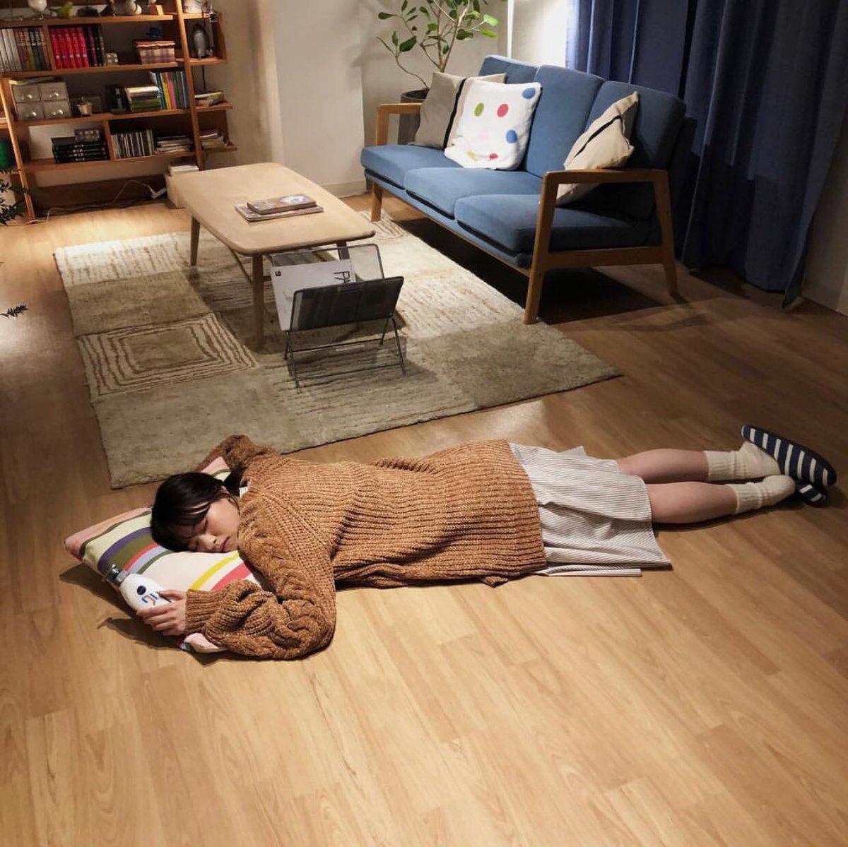 七瀬さん寝てるので寝ます。。明日派遣バイト最低15時間労働つら。。諭吉2枚ほどwelcomeしたい( ´∵`)