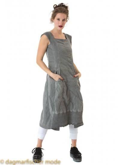 6054e8285354e0 Elastisches Kleid in Glockenform von RUNDHOLZ DIP  rundholz  dip   rundholzdip  designer