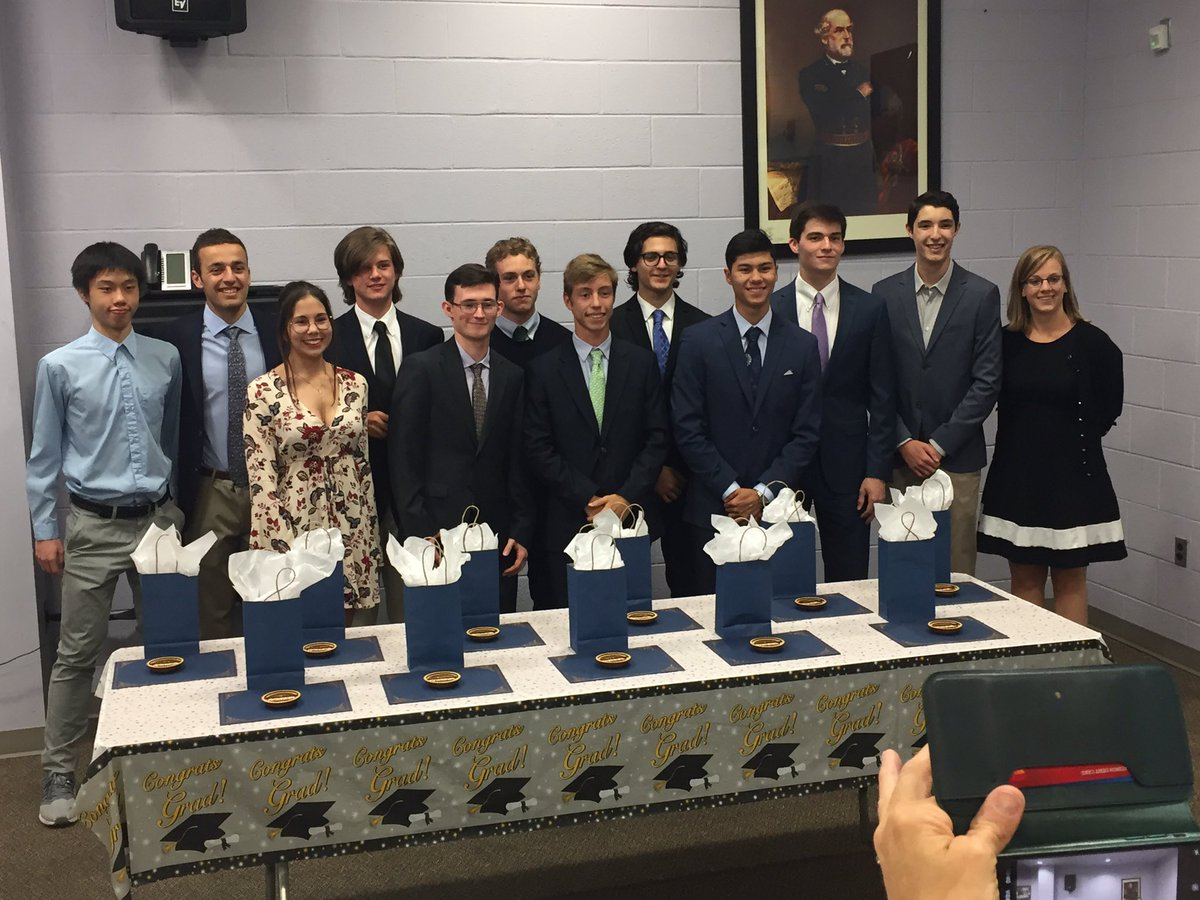 Congrats to WLHS Engineering students awarded for taking 4 years of tech classes. These young people are going places!! <a target='_blank' href='http://twitter.com/APSCTAE'>@APSCTAE</a> <a target='_blank' href='http://twitter.com/WLHSPrincipal'>@WLHSPrincipal</a> <a target='_blank' href='http://twitter.com/GeneralsPride'>@GeneralsPride</a> <a target='_blank' href='https://t.co/l5LO4mp2pp'>https://t.co/l5LO4mp2pp</a>