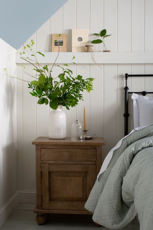 Real plants, real wood, real farmhouse-fresh feel 🌼 Check out the link for the Imogen Nightstand! bit.ly/2XIDEoY