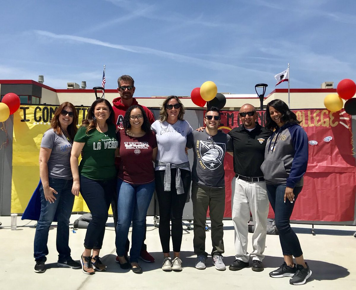 Thanks for coming out to support EHS' National Decision Day Ceremony on our new quad stage!!! That was awesome. We are proud of you Class of 2019  . #EaglePride #NationalDecisionDay  @EtiwandaRed @macwolfe @etiwandaASB @sa_etiwanda<br>http://pic.twitter.com/hP0IbK9YXy &ndash; à Etiwanda High School