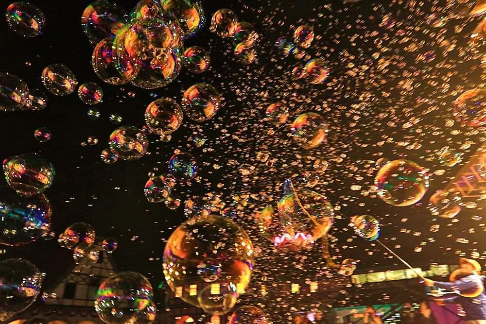 本日…18時00分~20時00分まで光市虹ヶ浜にてサンセットバブルからの~ナイトバブル飛ばして遊んでいるよ! 虹ヶ浜鯉のぼりは夜間ライトアップ中なんだよ。今日は大人味のシャボン玉タイムだよー!わーわーわー‼️ https://t.co/PTszQGVoLt
