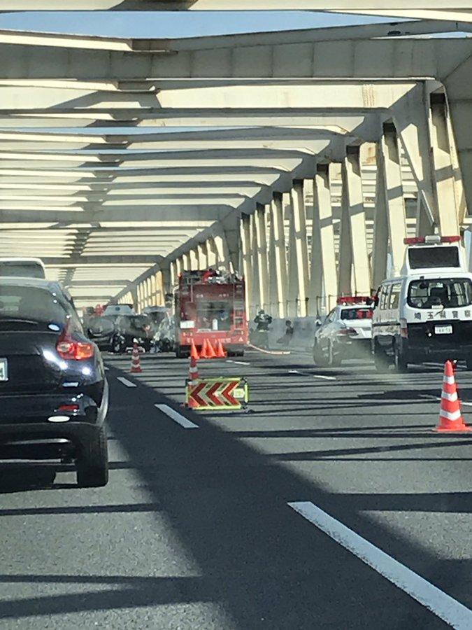 東北道の羽生PA付近の利根川の橋で玉突き事故の現場画像