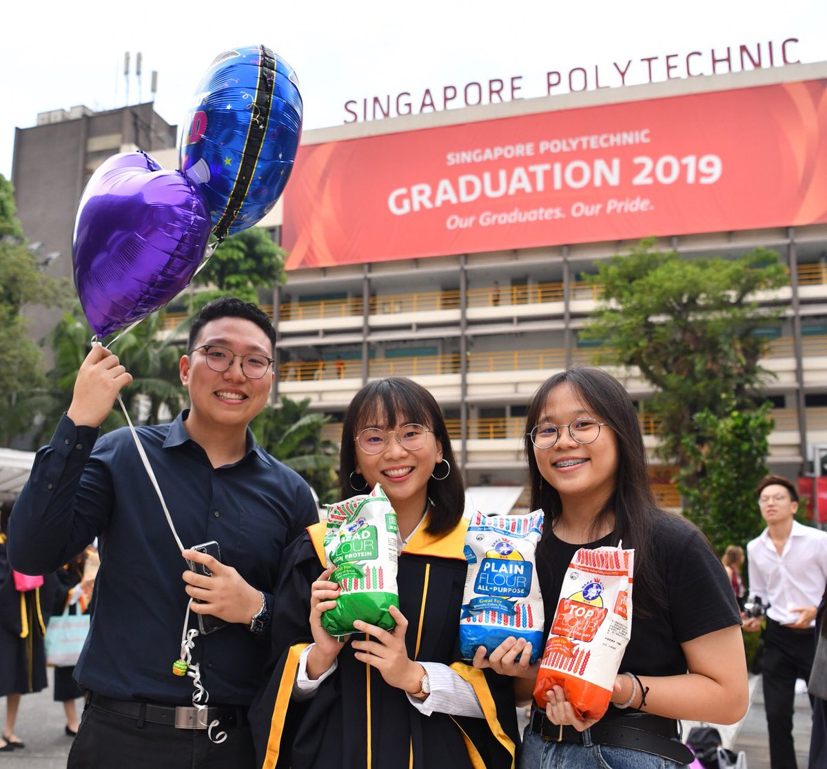 We brought you flo-urs ! Congrats to all our Chemical & Life Sciences graduates! #spgrad19 #speye #singaporepolypic.twitter.com/4OlGXODYhD