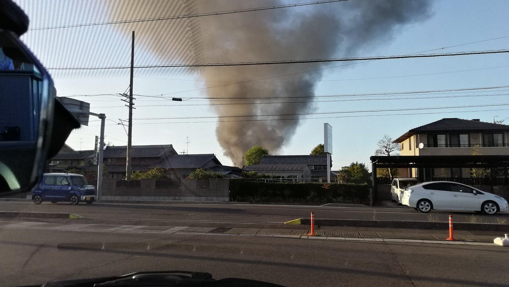 画像,消防車のサイレン聞こえるし、多分火事。 https://t.co/A9ucHPip8U。