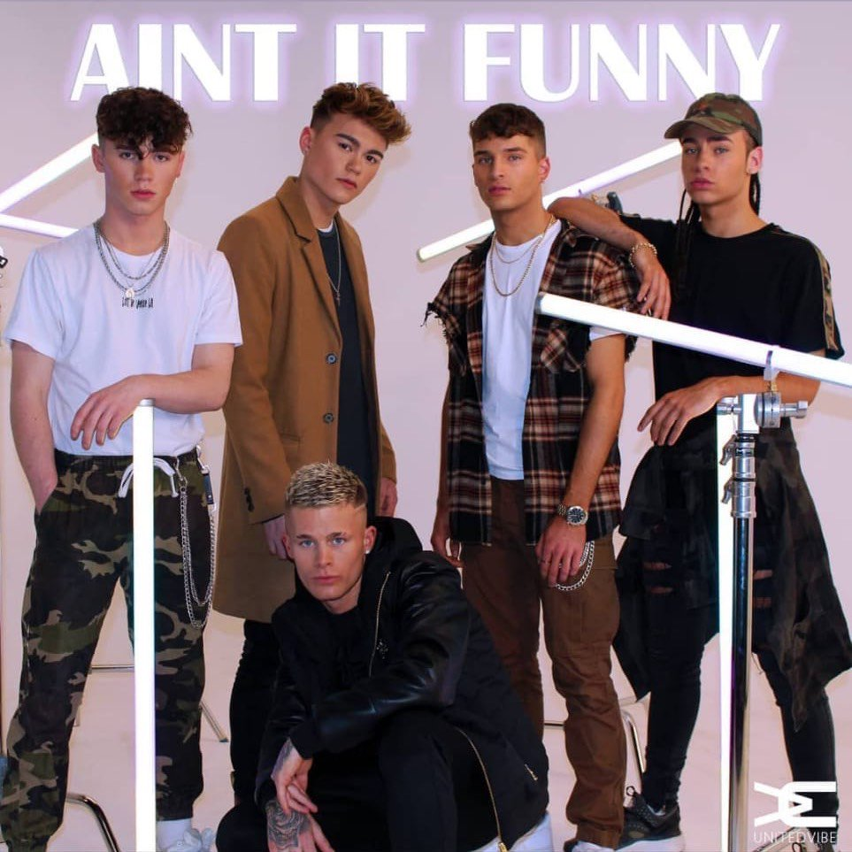 Please check out, download and stream @UNITEDVIBE_'s new single...well done lads x  https://t.co/ZIeMtgBP9A https://t.co/3ARlhpZI7Z