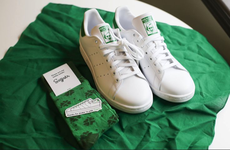 I'm still EXTREMELY stoked on our custom Stan Smiths for #SDSummit   We're giving them to anyone that pre-books a qualified demo of your new favorite #ABM advertising and analytics channel.   Hook it up 👉https://info.sigstr.com/kickitwithsigstr-1 …