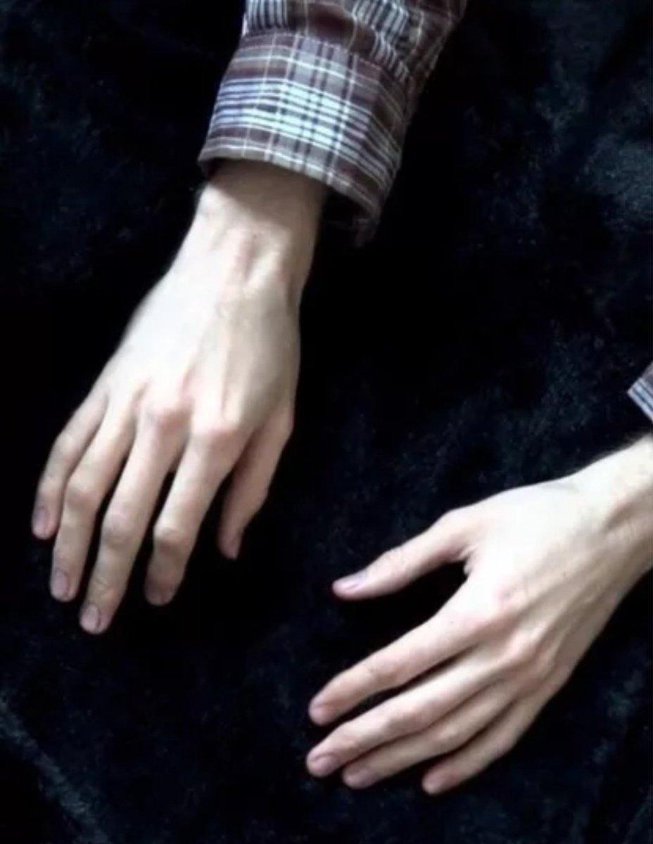 парни с худыми пальцами только что