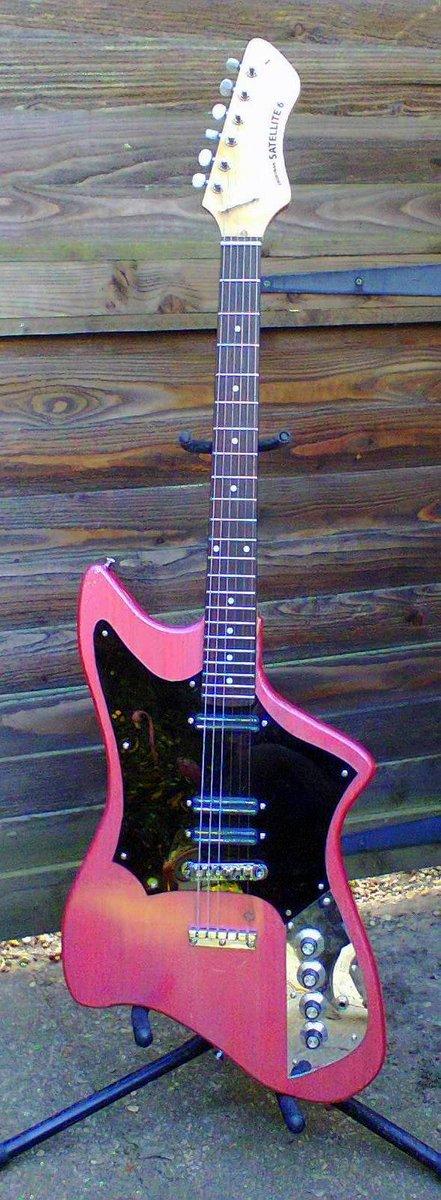 Frontman guitars Satellite 6 pink