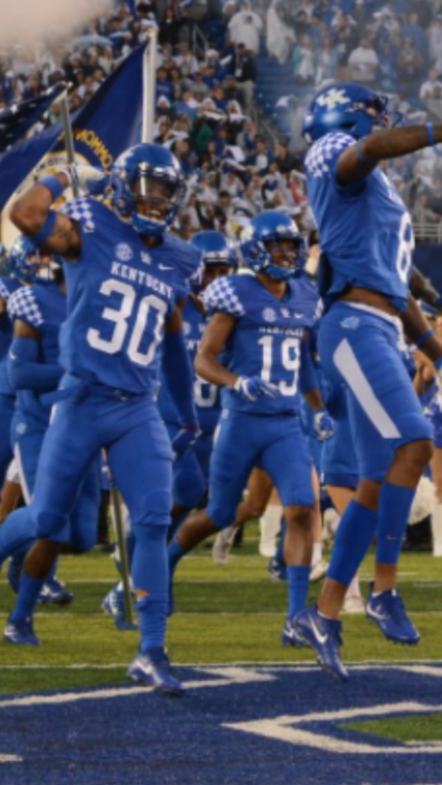 blessed to receive an from the university of Kentucky ‼️#BBN 🔵⚪️ @ChadSimmons_ @Mansell247