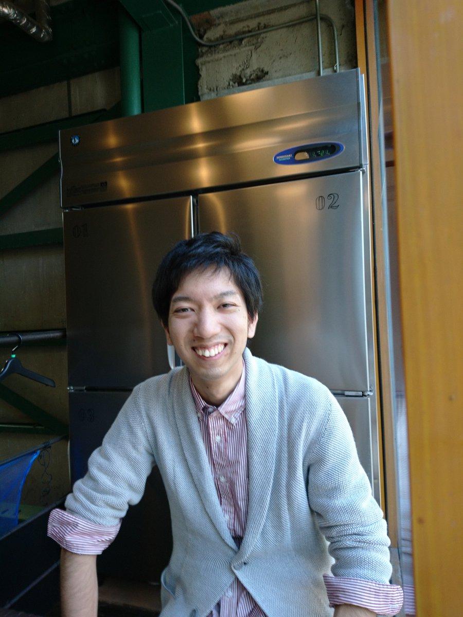 [ミキニッキ]人→この人とピザ→司城宏太朗君。長野県に就職して丸1年。鹿やキジが出没する山深い寮に住み、光だの時間だのの研究を仕事にしている彼の日常を聞くのはかなり興味深い。「女性とこどもを殆ど見掛けない環境」という彼とGWの上通を歩くのはとてもおもしろかった(笑)元気で!また次回!