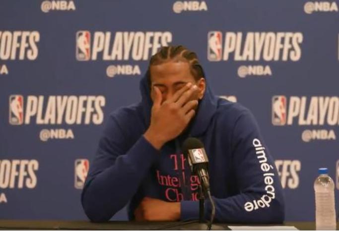【影片】真的累了,Kawhi賽後喘大氣接受採訪,单手捂臉難掩失望表情