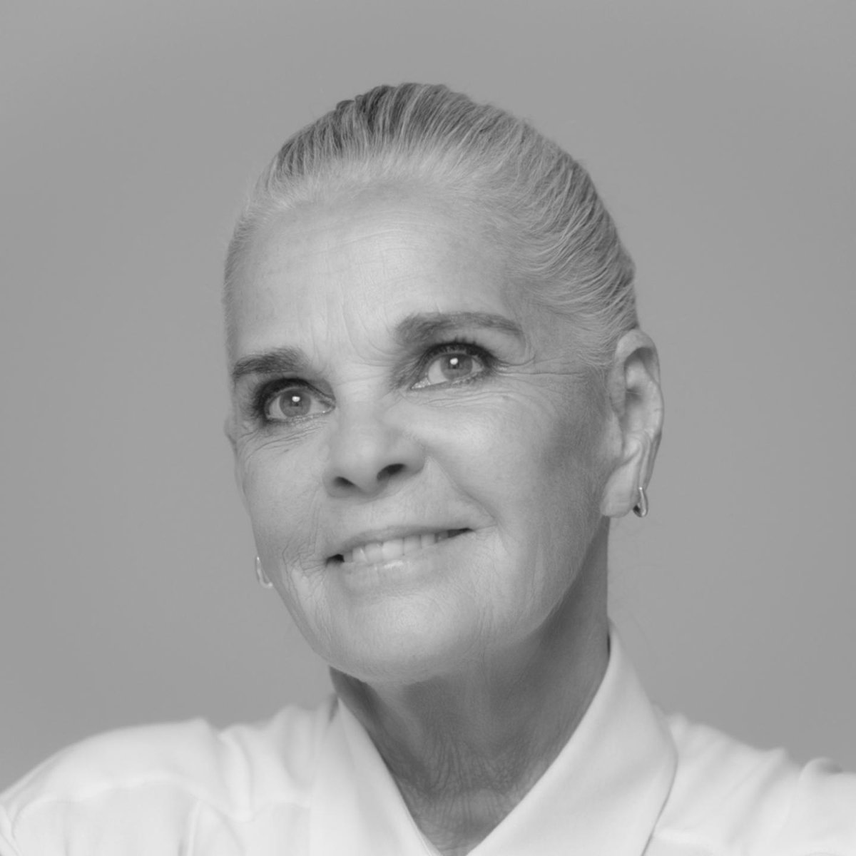 """""""I suppose the decisive moment in my career was when I was asked to do an ad for CHANEL N°5."""" Ali MacGraw wears the white ceramic version of the new J12 watch. Discover on http://chanel.com/-j12AliMacGraw  #TheNewJ12  #ItsAllAboutSeconds"""