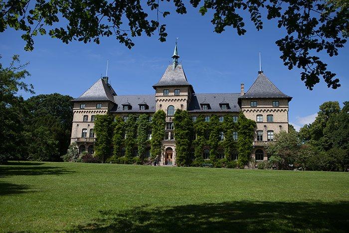 Fredag 10 maj håller fem nya professorer öppna och webbsända installationsföreläsningar i Alnarp.  http://www.mynewsdesk.com/se/sveriges_lantbruksuniversitet__slu/pressreleases/2867843…