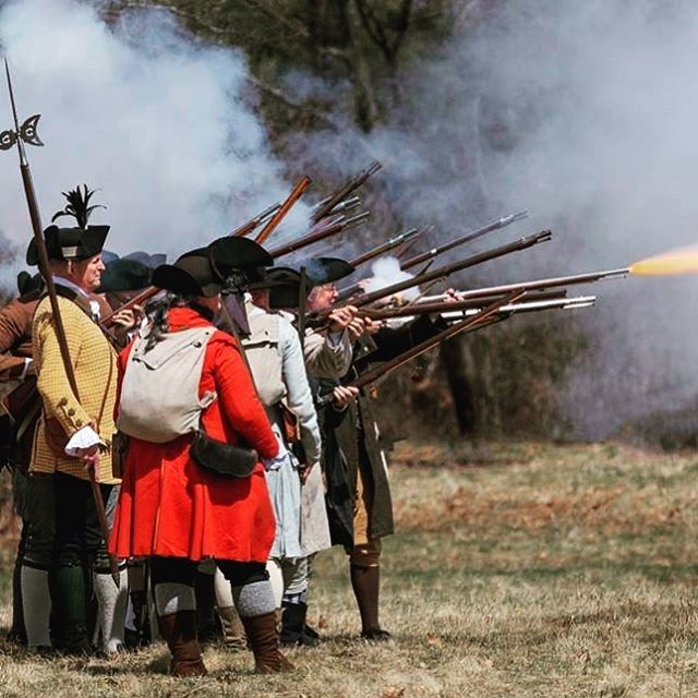 Give them lead! #revolutionarywar #reenactment #patriots #musket #newengland #massachusetts https://t.co/OcYJRggNI4