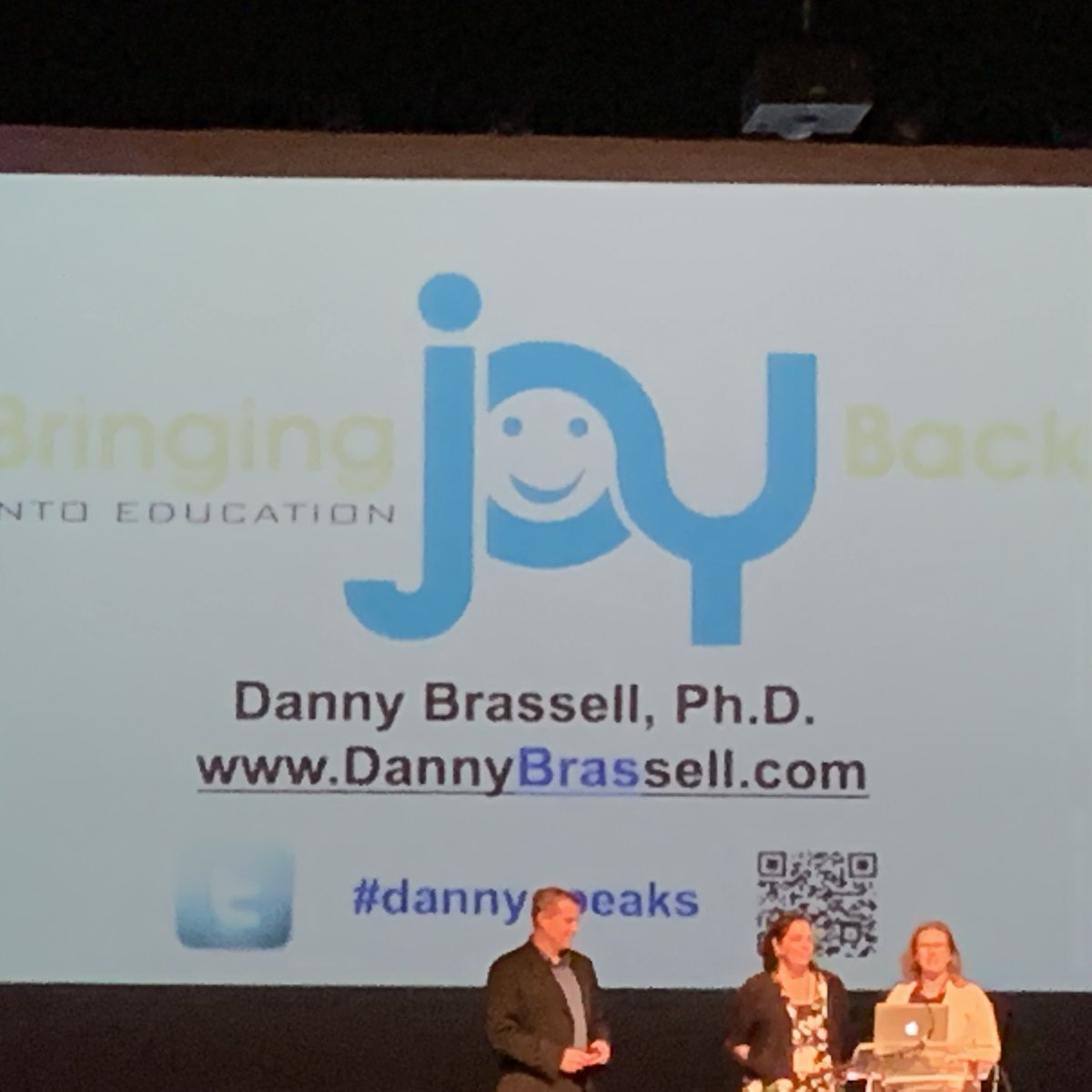 Great tips on bringing joy back to teaching from #dannyspeaks at #CGMD19<br>http://pic.twitter.com/HSU69tAP7A