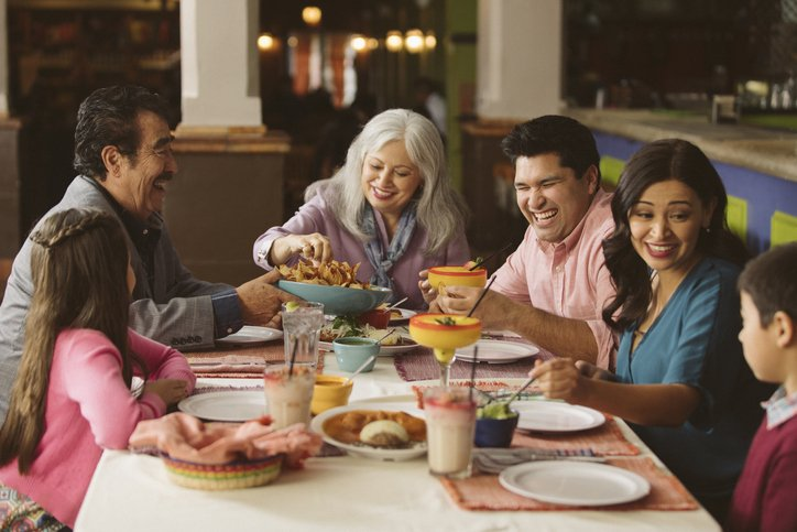 family eating at restaurant - HD2121×1414