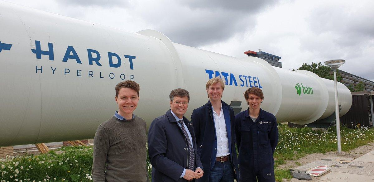 Vandaag inspirerende ontmoeting met Tim Houter, Co-Founder & Executive Director en enkele teamleden van Hardt Hyperloop. Geweldig mobiliteitsinitiatief dat brede ondersteuning verdient. Hier bij de testfaciliteit in Delft.