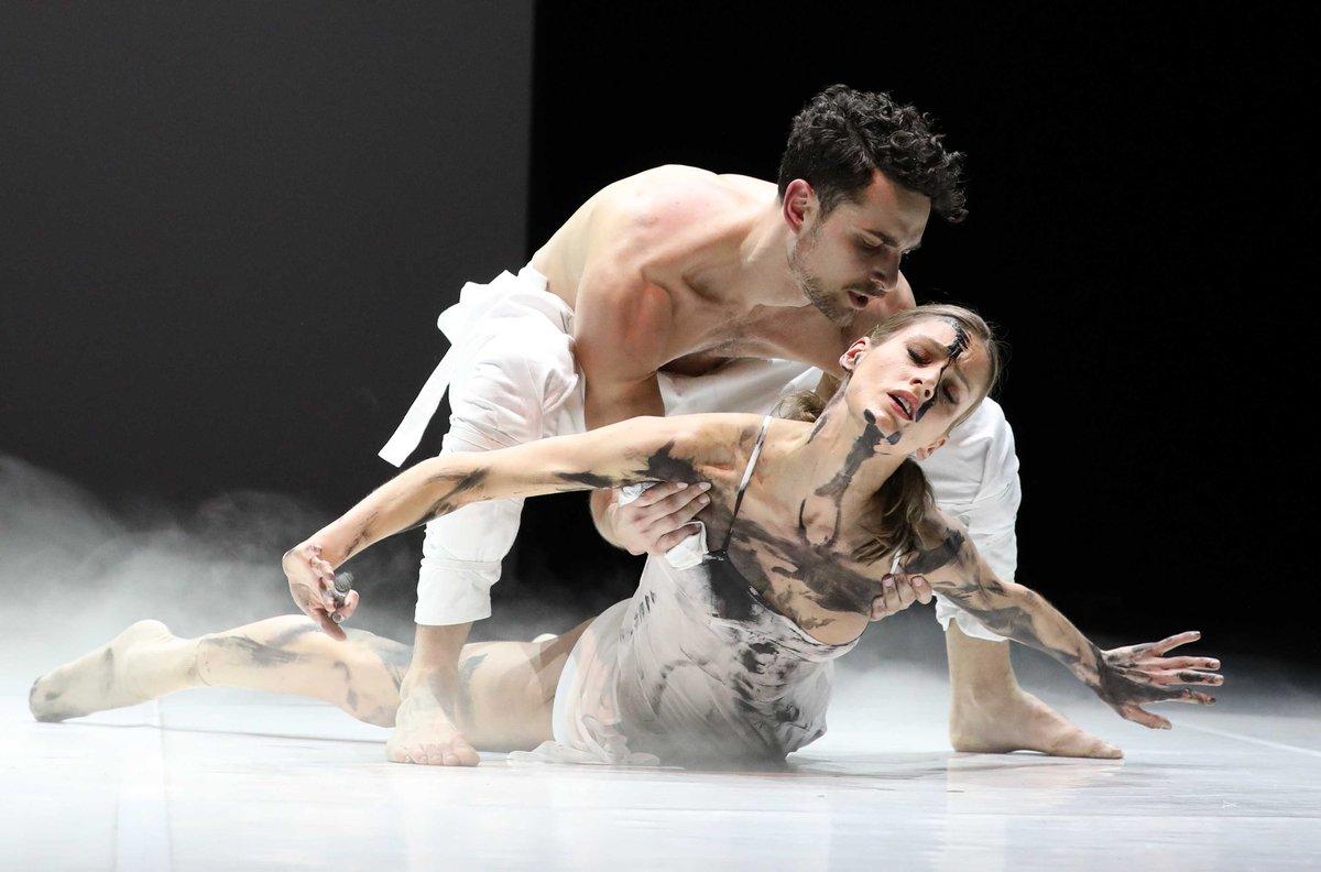 toitoitweet > dansers LEVE LARBI > geniet op het podium van @ITAamsterdam #Amsterdam vanavond! > introdans.nl/leve-larbi #introdansbeweegtje