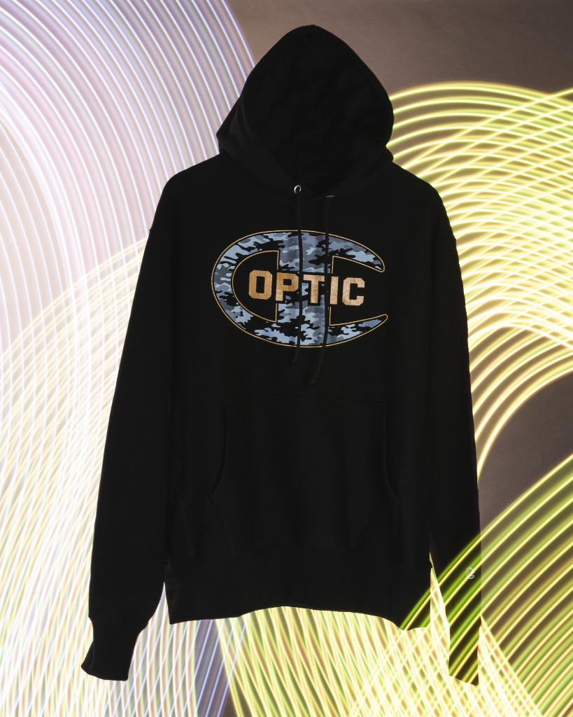 05b66c30004 ... In-Store and Online  ChampionESports  OpTicGaming  SpacestationGG   dignitas  clgaming http   bit.ly 2PRfVjX pic.twitter.com ZwLgC2jYPe