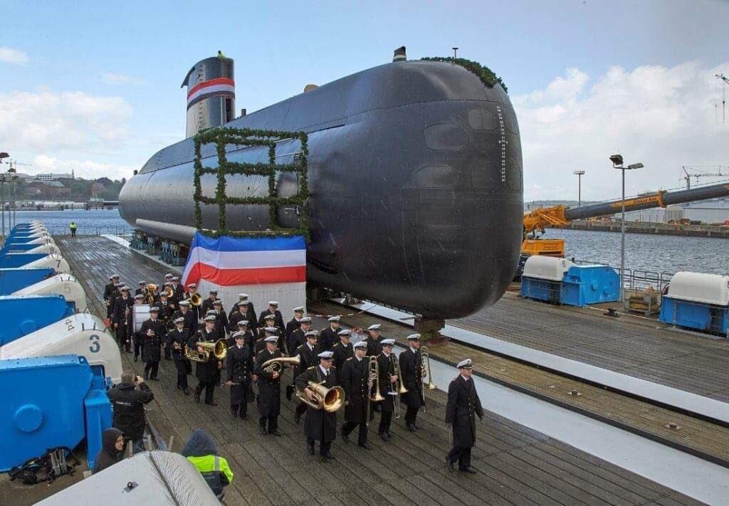القوات البحرية المصرية تتسلم الغواصة الثالثة الألمانية الصنع المتطورة من الفئة Type-209/Mod1400 والتي تحمل الترقيم S43 في مدينة كيل الألمانية. D5qTqrDWAAUAADS