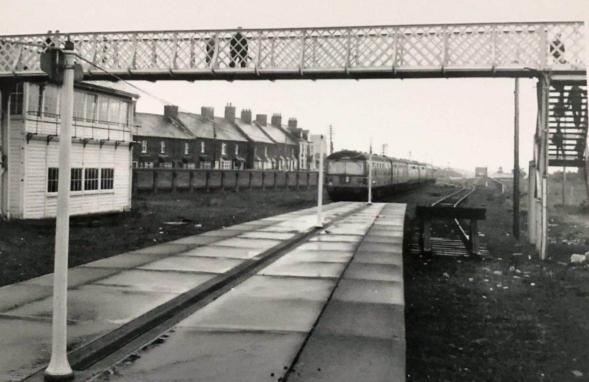 D5qYo1yXsAEYsK  - Tinpot Railways: Terminal decline