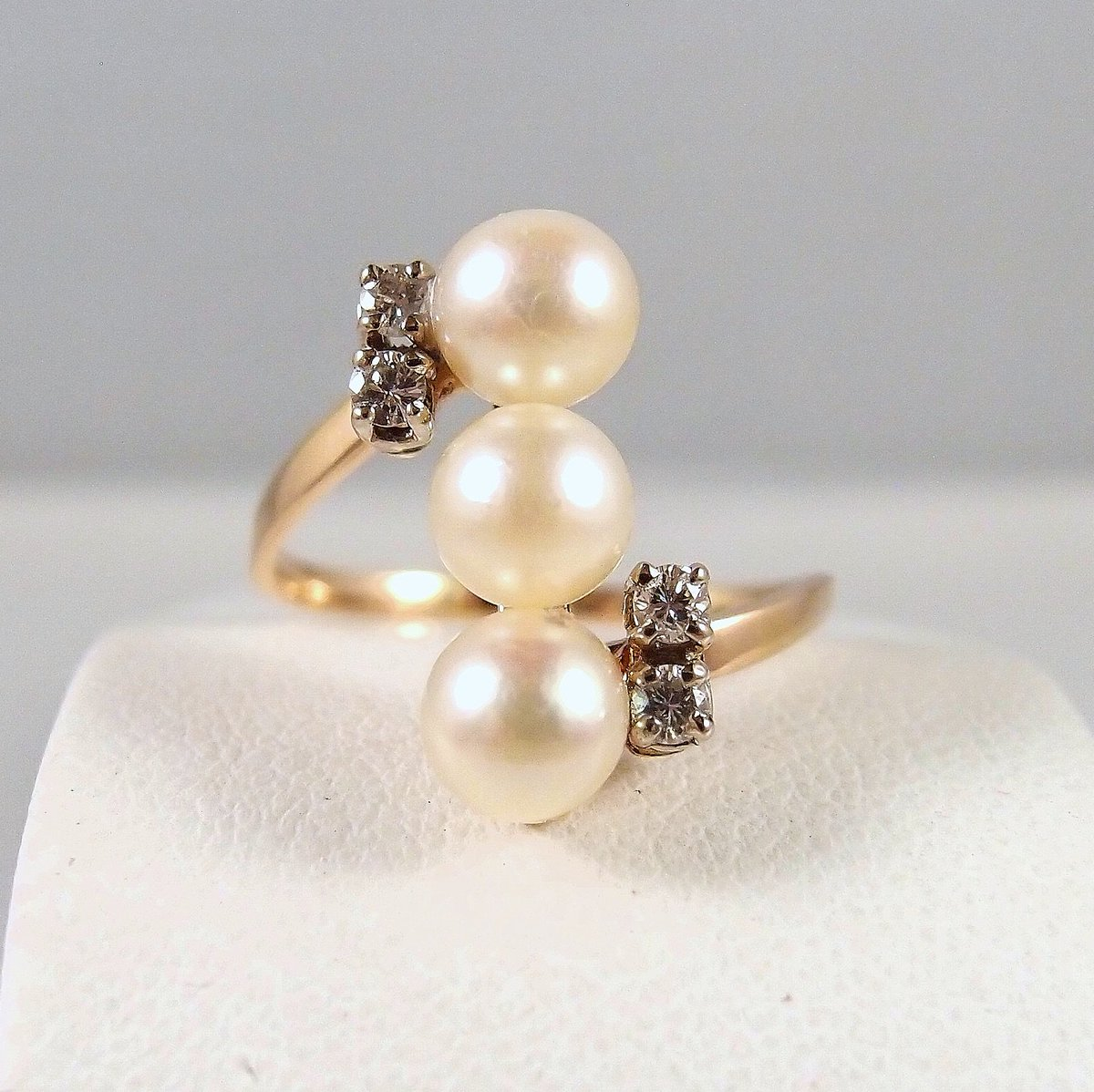 The eternal beauty of pearls #pearlsofinstagram Three gorgeous #Japanesepearlsring with 4 #naturaldiamonds on #18Ksolidgold Stamped http://bit.ly/2tQ6WYR  via @rubylanepic.twitter.com/e2chYuBF39