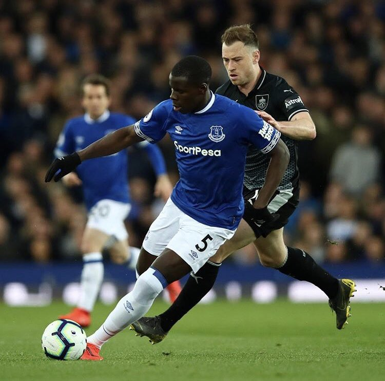 Very nice game boys specially for the last one at home ! ✅😍🙏🏿 fans again ✅😍 thanks for your BIG support ! 💙💙 @everton #lazoumance