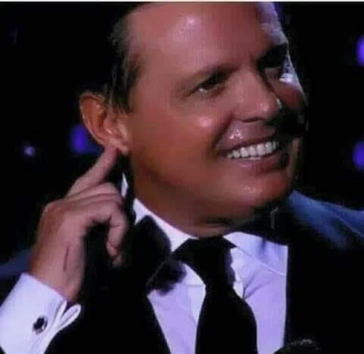 Nadie como él cantando en vivo!!  Afortunada Norte América  que podrá disfrutar de este extraordinario Show  #LuisMiguelTour2019  #LuisMiguel @LMXLM  #FrankSinatraLatino pic.twitter.com/nBCrtG9xh5