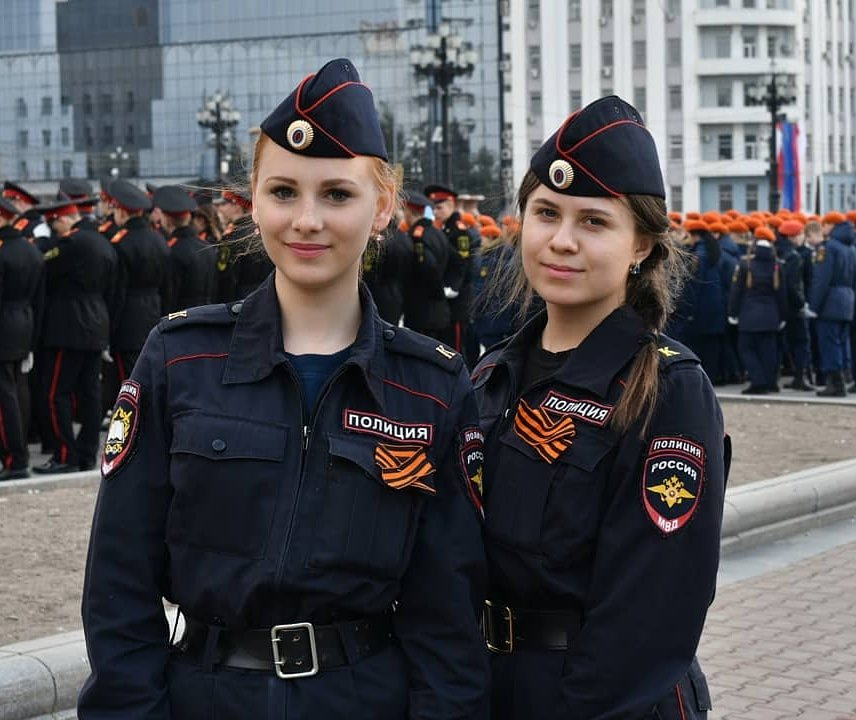 Девушки с курсантами