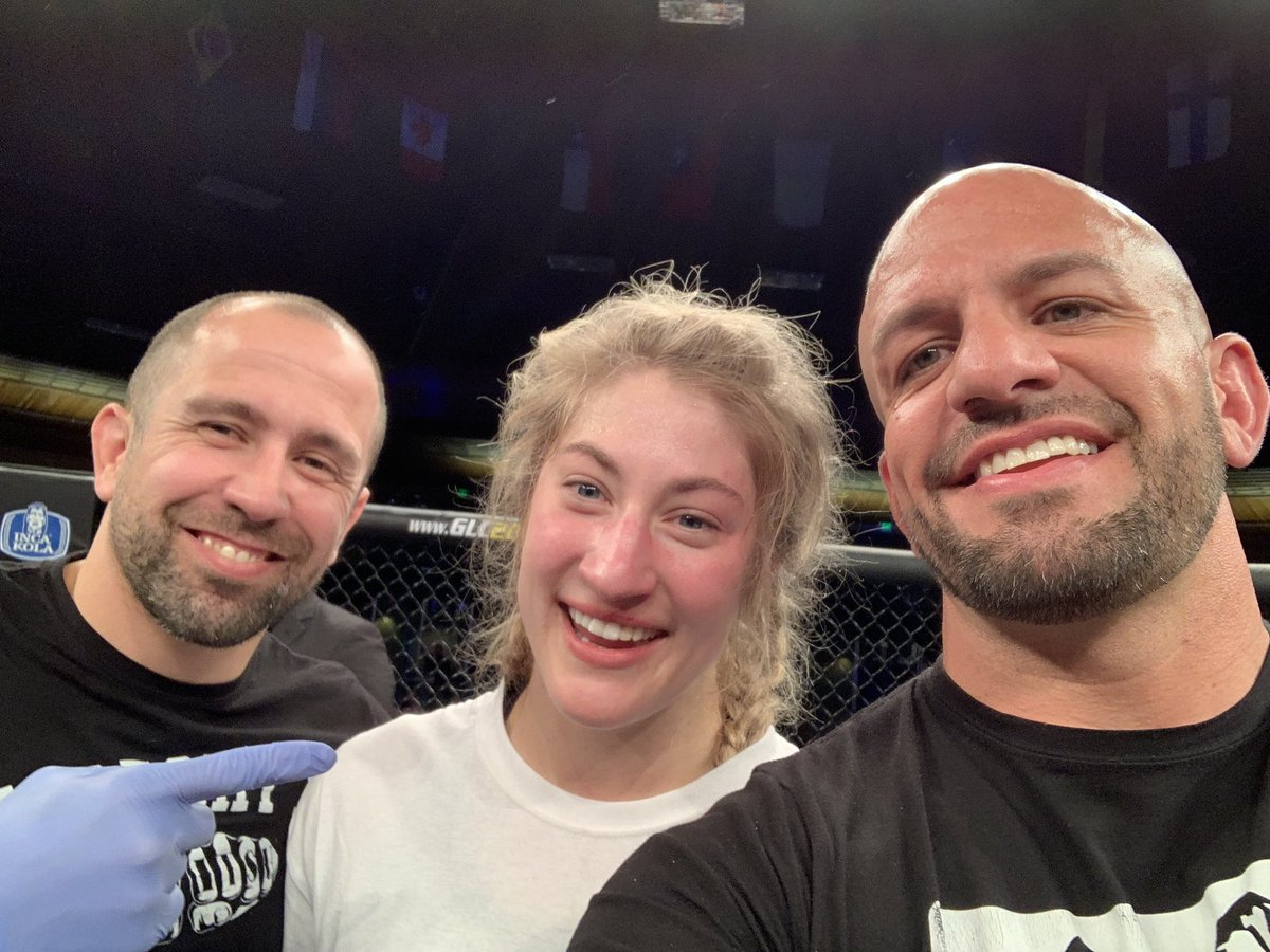 The money shots with @coachMMontoya @LFAfighting @AXSTVFights 🙅🏽‍♂️⚔️🙅🏼‍♀️ @CarmenTheCharm @adamstroup @82mmamartinez @brandonroyval #LFA65