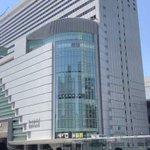 大阪での飛び降りをスマホに収めようとする人たち……こんな時まで……
